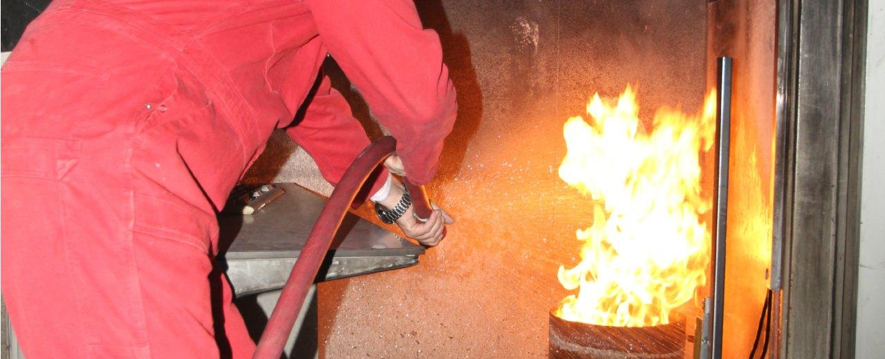 Ploegleider BHV cursist blust een brand
